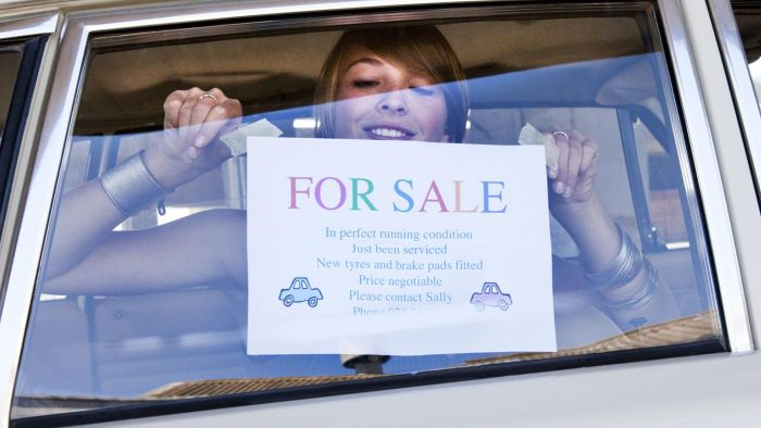 How do you write a contract when selling a car?