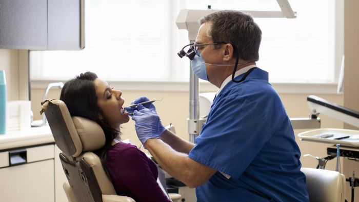 What Are Some Ways to Find a Seven-Day Dentist?