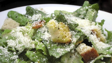 What Are the Typical Caesar Salad Ingredients?