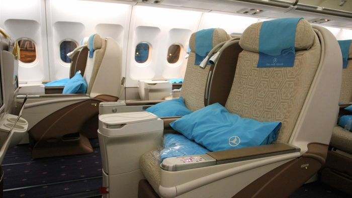 What are the benefits of business class plane tickets?