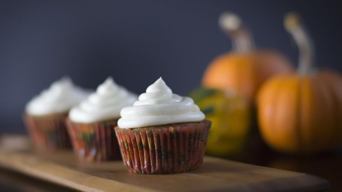 What is a recipe for pumpkin spice cake?
