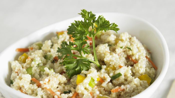 What Is a Healthy Recipe for Quinoa Salad?