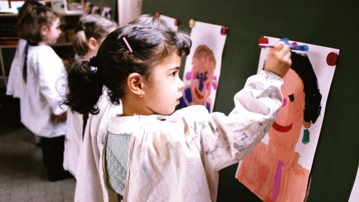 Is There a Resource That Provides Art Lesson Plans for Kids?