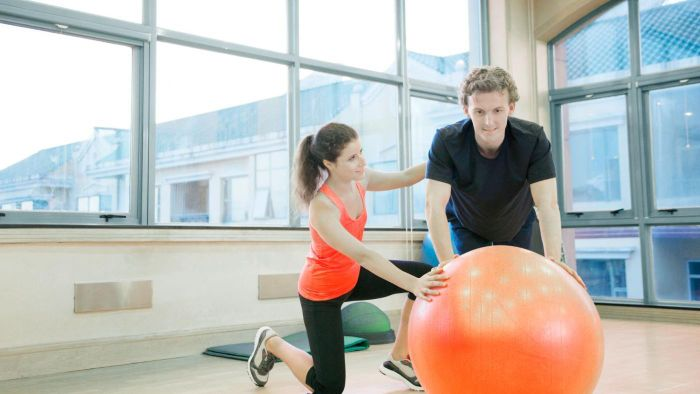 What Is the Pay Scale for Personal Trainers?