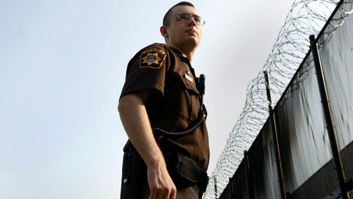 How Do You Apply to Become a Correctional Officer?