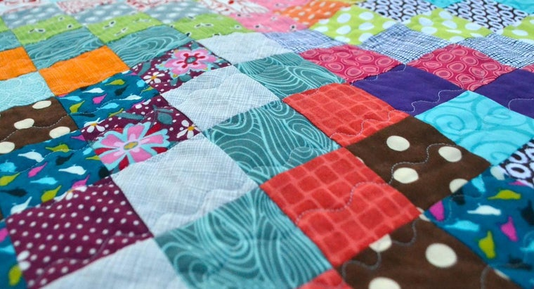 What Are Some Quick and Easy Quilt Patterns?