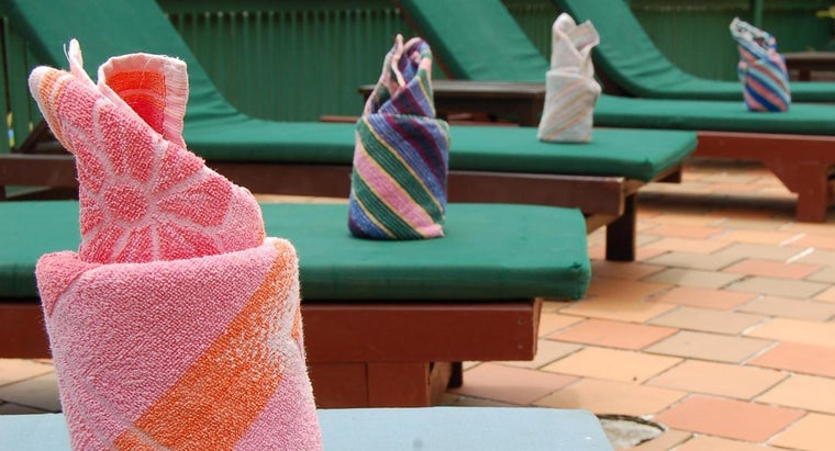 What Are Some Ways to Decoratively Fold Towels?