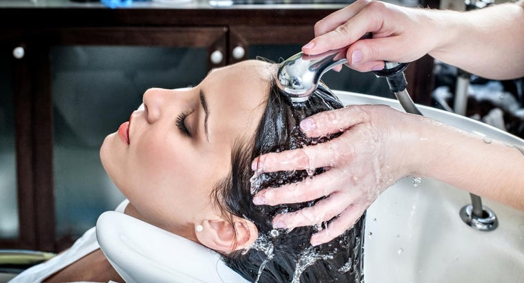 What Are Some Requirements for Obtaining a Cosmetology License?