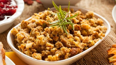 What Is an Easy Recipe for Cornbread Dressing?