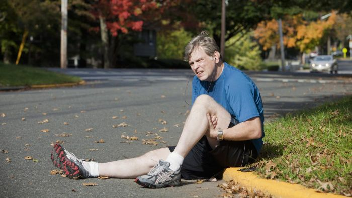 What Can Pain Behind the Knee Be a Symptom Of?