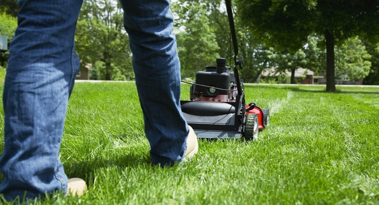 How Do You Change the Blades on a Lawn Mower?