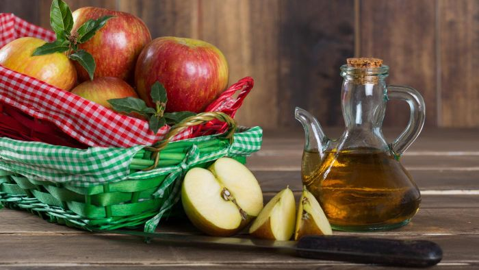 What Are Some Benefits of Vinegar and Water?