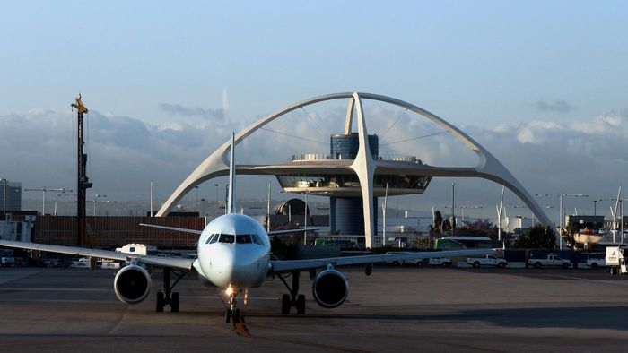 What is the distance from Hollywood, CA to LAX airport in Los Angeles?