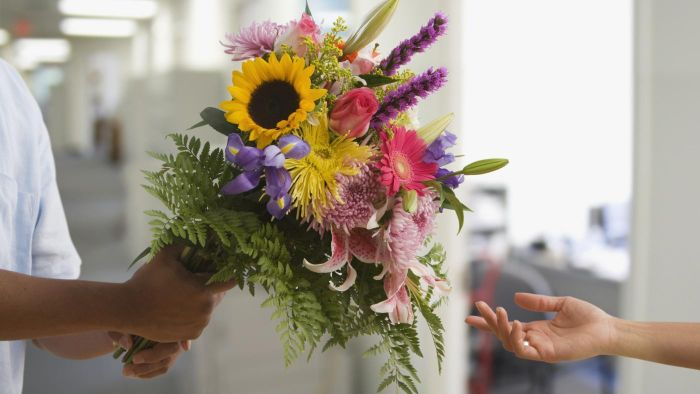 What Are Some Nationwide Flower Delivery Services?