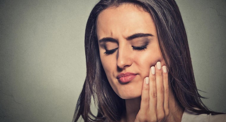 What Are Symptoms of a Dental Dry Socket?