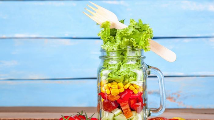 What Is a Recipe for a Portable Mason Jar Salad?