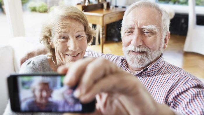 What Are the Best Cellphone Plans for Seniors?