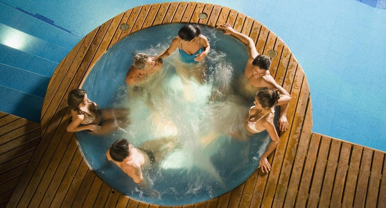 What Are Some Motels With a Jacuzzi?