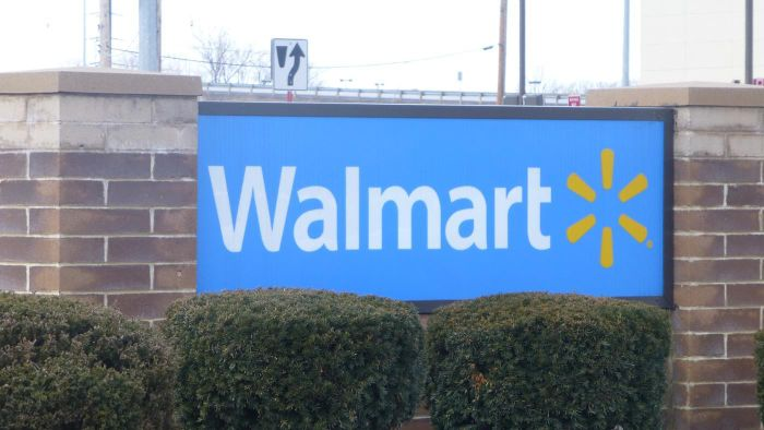 What Kinds of Scholarships Does Walmart Offer?
