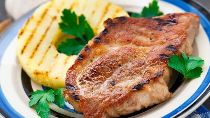 What Is a Good Recipe for Pineapple Pork Chops?