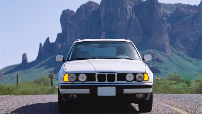How Do You Find a Damaged BMW for Sale?