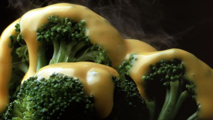What Is an Easy Recipe for a Cheddar Cheese Sauce?