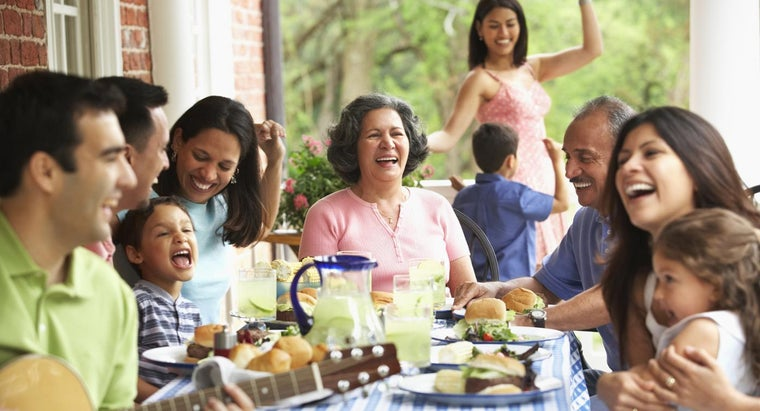 What Are Some Family Reunion Themes?