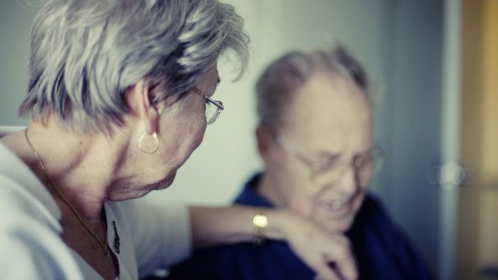 What Symptoms May Indicate the Early Stages of Alzheimer's Disease?