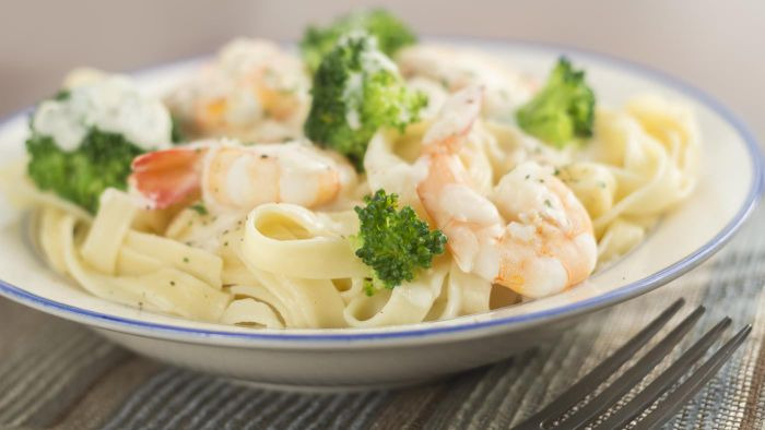 What is a good recipe for shrimp Alfredo pasta?