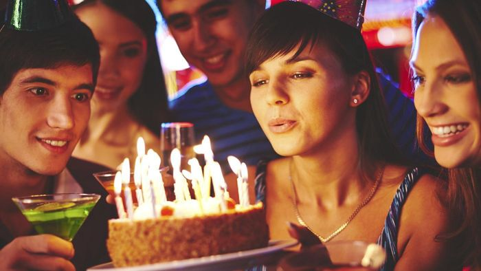 What Are Some Creative Adult Birthday Party Decorations?