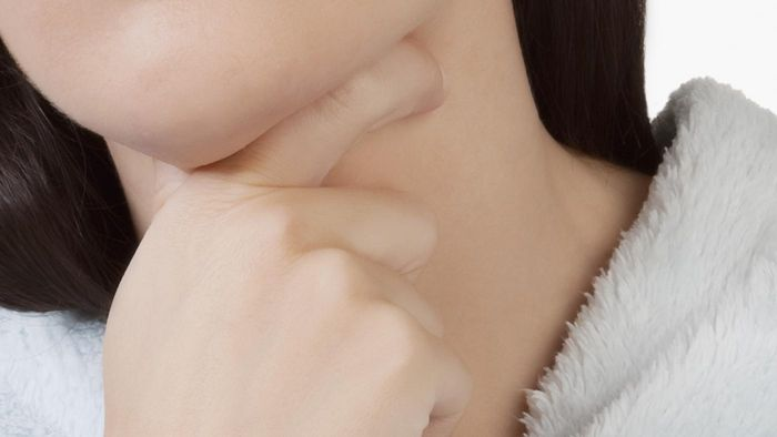 What Are Some Symptoms of Esophageal Reflux?