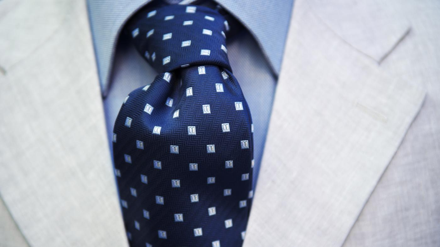 Where Can You Find Easy Instruction With Diagrams on How to Tie a Windsor Knot?