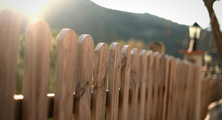 How Do You Choose a Good Wood Fence Sealer?