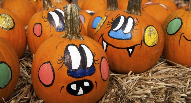 What Are Some Tips for Decorating Pumpkins With Paint?