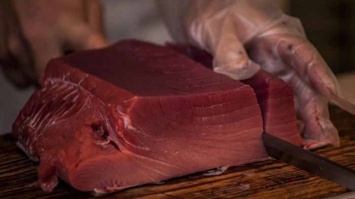 What Is a Great Recipe for a Simple Seared Tuna Steak?
