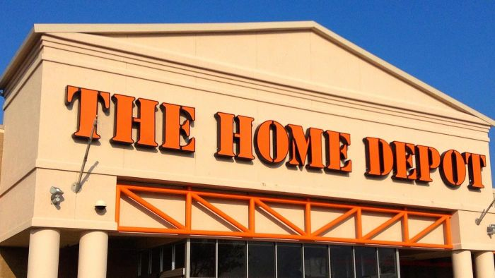 How Do You Contact the Human Resources Department at Home Depot?