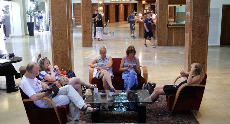 How Do You Find Free Wi-Fi Networks in Public Spaces?