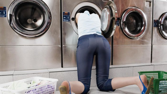 How Does a Washer Clean Dirty Clothes?