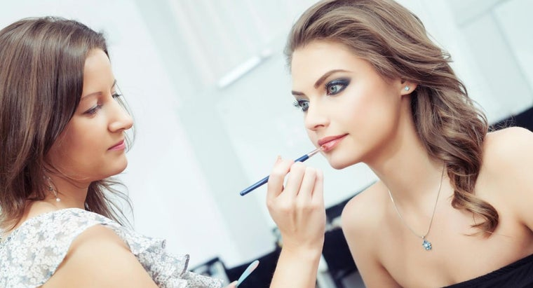 How Do You Take Makeup Artist Courses Online?