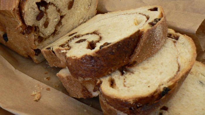 What is an easy raisin bread recipe?