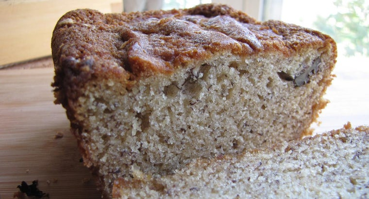 What Is a Simple Recipe for Banana Nut Bread?