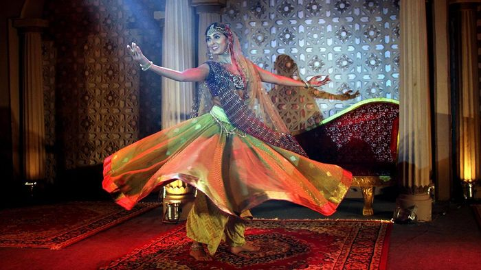 What Are Some Characteristics of the Mujra Dance Style?