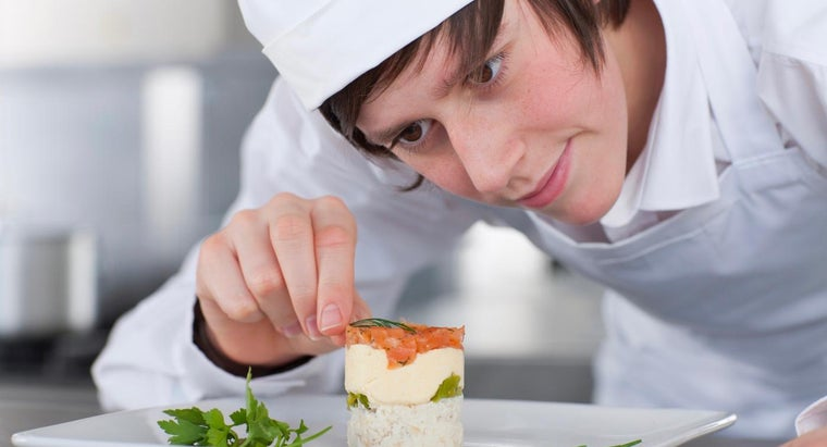 What Are Some Schools That Offer Basic Cooking Courses?