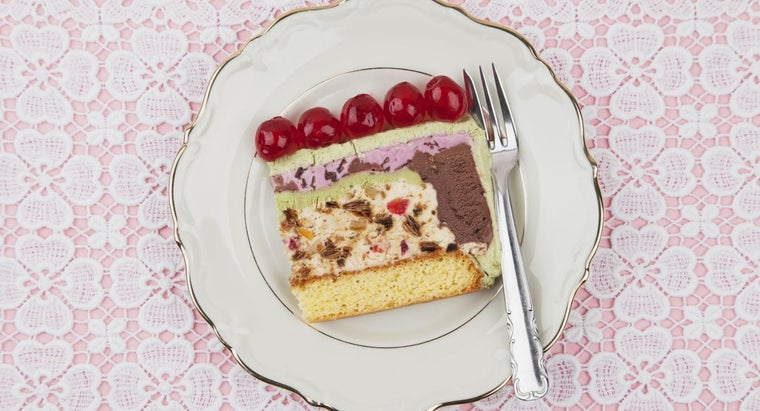 What Is a Simple Recipe for Ice Cream Cake?