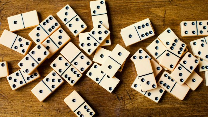 What Are the Rules for Playing Dominoes?