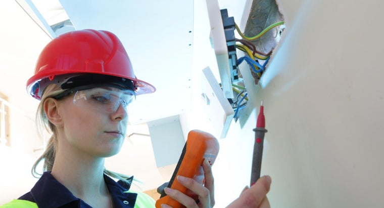 What Are Some Good Beginner Books on How to Be an Electrician?