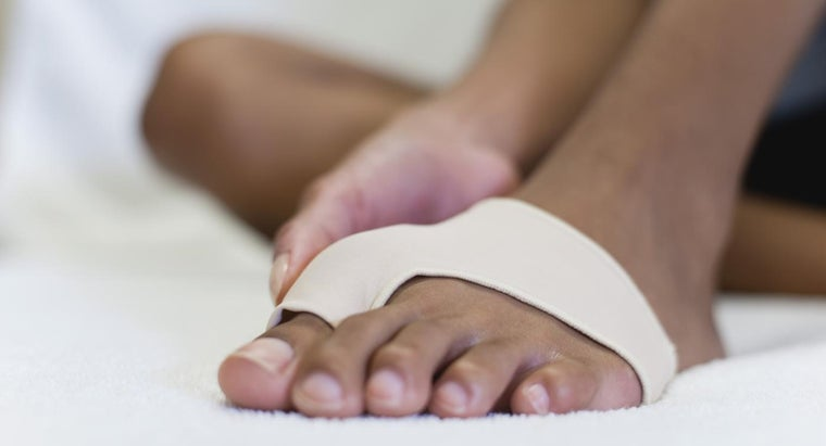 How Is Pain From Red Swollen Toes Treated?