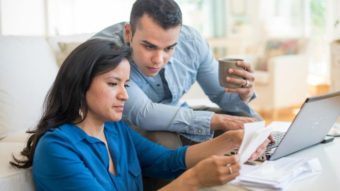 What does a payroll withholding calculator do?