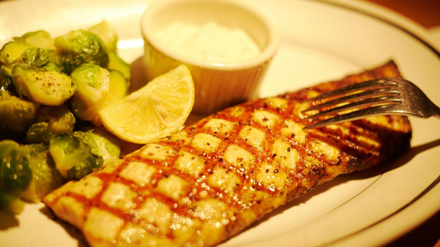 What Is a Good Recipe for Grilled Grouper Fish?