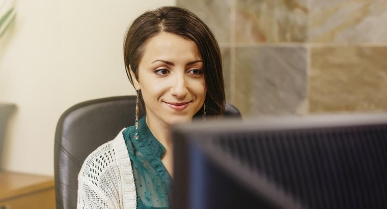 How Do You Find Job Openings for Legal Secretaries?